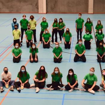 Leerlingen 3de graad gooien alle spieren los tijdens MOEV-challenge